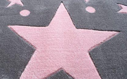 Un tapis étoile rose pour émerveiller votre bébé!